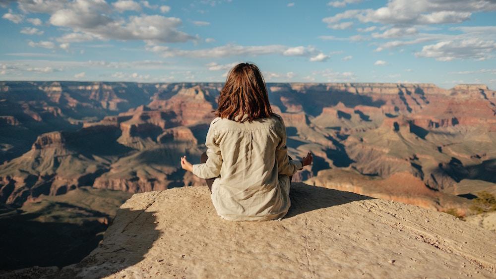 瞑想の効果とは?集中力アップ、認知症予防!実は隠れたリスクも解説