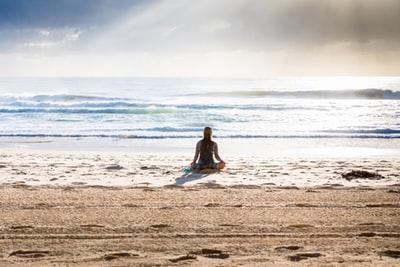 瞑想をする