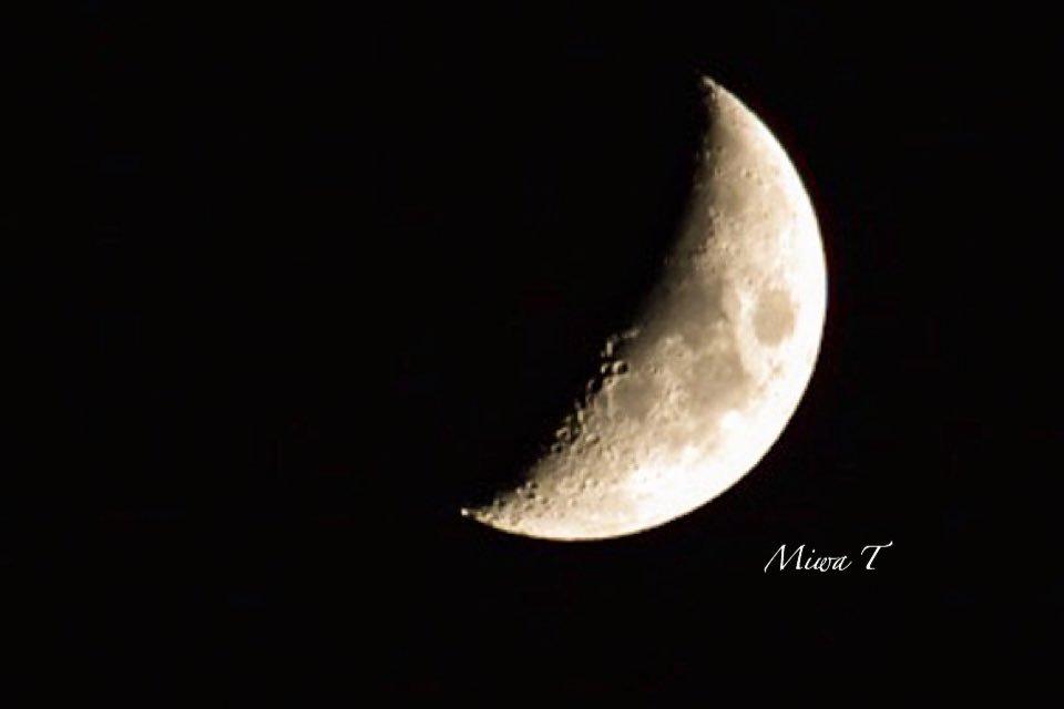 自粛疲れをほぐすために、月や夜空を見る